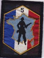 T 7)  Écusson Tissu Militaire Ou Autre:  (Fmt Largeur 06 Hauteur 08) - Ecussons Tissu