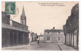 "CPA - 85 - VENDEE - SAINT MICHEL EN L'HERM "" La Rue Principale - Les Halles "" - Saint Michel En L'Herm"