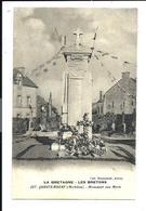 QUESTEMBERT - Monument Aux Morts Fleuri - Bocquenet Auray éditeur - De La Série La BRETAGNE Les BRETONS N°287 - Questembert