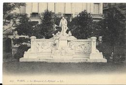 PARIS - Monument D'Alphand - Statues