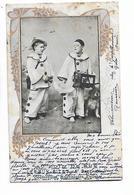 2  Enfants  Pierrots  Et  Chien   ( Pub.  Leroux - Bizet  à  Gace  ( Orne  )      -   ( état ) - Artistes