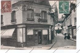 CPA 60 SENLIS : Carrefour De La Licorne  - Maison LAMPS Bar Tabac (actuellement Le Voltigeur) - Senlis