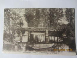 """Cpa SEIGNELAY (89) Le Pont Rustique Sur Le Serein """"pêcheur"""" - Seignelay"""