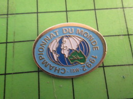 413A Pin's Pins : Rare Et Belle Qualité : THEME SPORTS / CANOE ? AVIRON  ? CHAMPIONNAT DU MONDE 1992 AUSTRALIE - Canoë