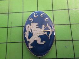 413A Pin's Pins : Rare Et Belle Qualité : THEME SPORTS / TIR A L'ARC CLUB SCCL LION AVEC ARBALETE - Archery