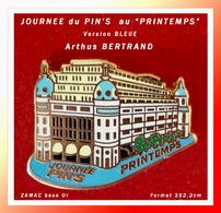 "SUPER PIN'S ""LA JOURNEE Du PIN'S"" Au PRINTEMPS : Arthus BERTRAND ZAMAC Or Version BLEUE, Format 2X2,2cm - Arthus Bertrand"