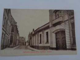 Cambrai  : Institution Jeanne-d'Arc ,entrée - Cambrai