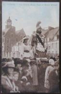 France - CPSM Cassel (Nord) - Les Géants Reuze Papa Et Reuze Maman - Carte Animée Colorisée (ciel) Circulée En 1954 - Cassel