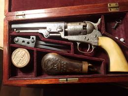 Exceptionnel Coffret Colt 1849 Gravé Young - Armes Neutralisées