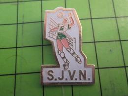 413e Pin's Pins : Rare Et Belle Qualité : THEME SPORTS / VOLLEY-BALL CLUB SJVN - Volleyball