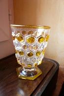Magnifique Verre En Cristal De Baccarat Ou SAINT-LOUIS Avec Cabochons Jaune (non Estampillé Donc Antérieur à 1947) - Verre & Cristal