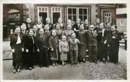 ROYAUME DE LILLIPUT EXPOSITION PARIS 1937 ESPLANADE DES INVALIDES UN GROUPE DE LA POPULATION - Autres