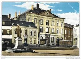GEMBLOUX ..-- Ecole Des Soeurs De N.D. Et Place St - Guibert . - Gembloux