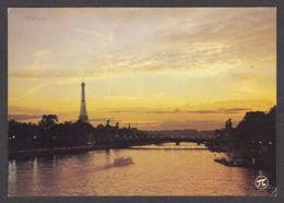 91703/ LUMIERE, Paris, Coucher De Soleil Sur La Seine Et La Tour Eiffel - Contre La Lumière