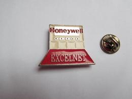 Superbe Pin's En Relief , Informatique , Honeywell Excelnet - Computers