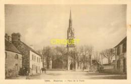 29 Hanvec, Place De La Poste, Petite Animation, Vieux Tacot..., Cliché Peu Courant - France