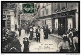 CPA ANCIENNE FRANCE- MEULAN (78)- LE CORTEGE DE LA ROSIERE RUE BASSE- BELLE ANIMATION GROS PLAN- PHARMACIE - Meulan