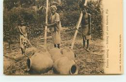 FIDJI - Pottery Making - Baking Of Pots Kadavu - Fidji