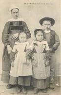 CPA 29 Finistère DAOULAS Famille  Précurseur 589 PLOUGASTEL Mère Fillettes Garçon Enfants Costumes Hamonic - Daoulas