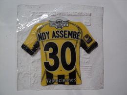 MAGNET FOOTBALL 2010. NDY ASSEMBE DE VALENCIENNES. LIGUE 1. NEUF DANS SON SACHET - Sports