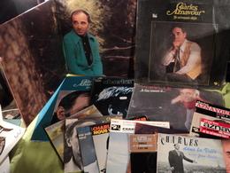 AZNAVOUR. LOT DE CINQ 33 TOURS / (4) 45 TOURS 4 TITRES ET QUATRE 45 TOURS. 1957 / 1981 AINSI QUE 2 POCHETTES VIDES. - Autres - Musique Française