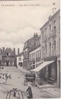 LE FAOUET - Rue De  La Croix D'Or - Café De La Croix - Animé - Le Faouet