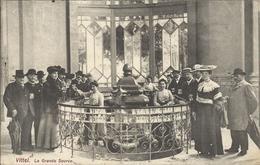 VITTEL , La Grande Source , 1906 , CPA ANIMEE - Vittel Contrexeville