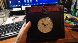 Caja Decorativa Con Reloj   Interior Forrado Lujosamente - Sin Clasificación