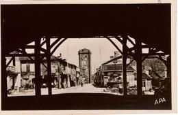 Cpsm 32 BASSOUES  Grande Rue Et Donjon Vus Du Milieu De La Halle, Dos Vierge , état Neuf - France