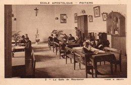 85Ct   86 Poitiers Ecole Apostolique La Salle De Recréation - Poitiers
