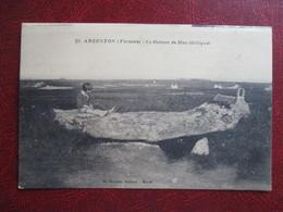 CPA 29 ARGENTON LE DOLMEN DE MEN MELLIGUET  ENFANT - France