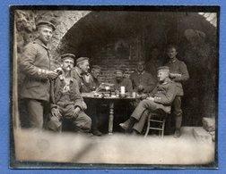 Photo  -  Groupe De Soldats Allemands Dans Un Abris - War 1914-18