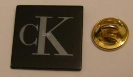PARFUM BE De CALVIN KLEIN Pin Pin's Pins - Perfume