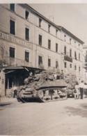 PHOTO ROMANS - DROME 26 -  CHARS AMERICAINS DANS ROMANS - Guerre, Militaire
