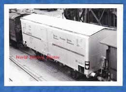 Photo Ancienne - DUNKERQUE - Wagon Franco Italien ? En Gare - 1965 - Frigorifique ? FS Italia RIV Bahn Eisenbahn - Trains