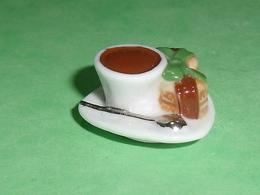 Fèves / Autres / Divers / Alimentation : Tasse Macaron Chocolat    T44 - Santons/Fèves