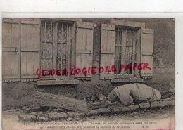 77-  VARREDDES - GUERRE 1914-1918- CADAVRES DE SOLDATS ALLEMANDS DANS LES RUES PENDANT LA BATAILLE DE LA MARNE - Autres Communes