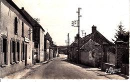 89 . Yonne : Nailly : La Grande Rue . - Autres Communes