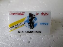 PIN'S    TRIAL  M C  LIMOUSIN   Porcelaine - Motorbikes