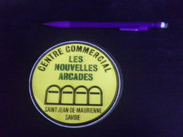 Autocollant - Ville - SAINT JEAN DE MAURIENNE - CENTRE COMMERCIAL LES ARCADES - SAVOIE - Autocollants