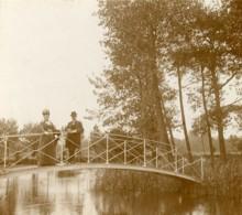 France Alentour De Boulogne Sur Mer Couple Sur Un Pont Ancienne Photo 1900 - Photographs