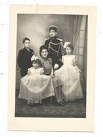 Photo De Famille - Enfants, Parents; Tenue De Gendarme - Personnes Anonymes