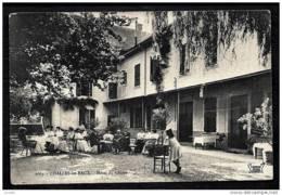 CPA ANCIENNE FRANCE- CHALLES-LES-EAUX (73)- HOTEL DU CENTRE EN ÉTÉ- BELLE ANIMATION DANS LA COUR- - Frankreich