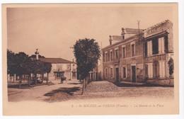 """CPA - 85 - VENDEE - SAINT MICHEL EN L'HERM """" La Mairie Et La Place """" - Saint Michel En L'Herm"""