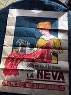69 - LYON - GRANDE AFFICHE - Machine à Coudre NEVA - 60 X 80cm - Imprimerie TOURANGELLE à Lyon - Pub A.JULIEN - Posters