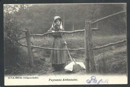 +++ CPA - PAYSANNE ARDENNAISE - Cachet Stavelot - DVD 8992 - Ferme Fermière   // - Stavelot