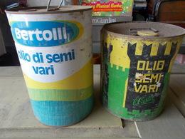 Due Latte Di Olio Di Semi Da 5 Litri Bertolli Lucca E Il Castel Di Fossano.Solo Consegna A Mano - Altre Collezioni