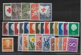 NEDERLAND - ANNEE COMPLETE 1953 ** MNH - COTE YVERT = 66 EUR. - 30 VALEURS - Pays-Bas