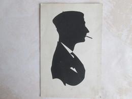 Silhouette . Homme Avec Un Beret Et Cigarette - Silhouettes
