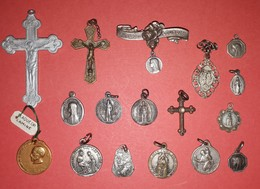 Lot De 17 Médailles Religieuses, Divers Métal. Argent, Plaqué Or Et Autre - Religion & Esotericism